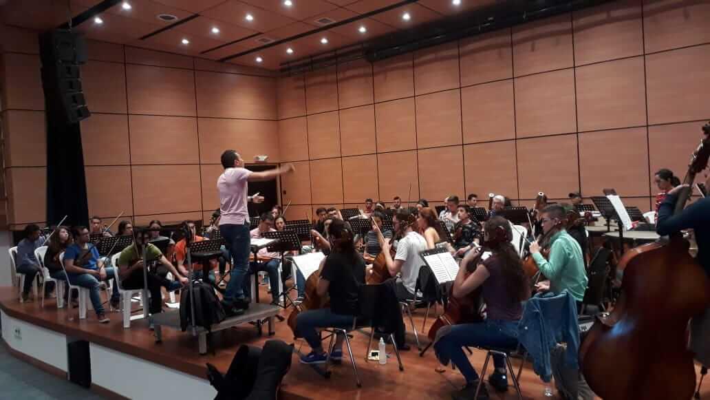 Su Director: Maestro Leopoldo López Gonzáles