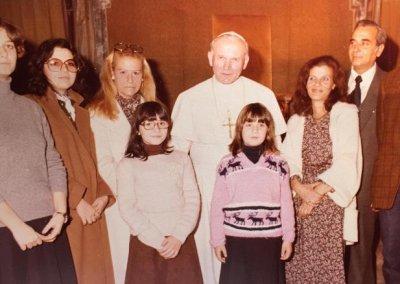 Emanuela con el papa juan pablo II